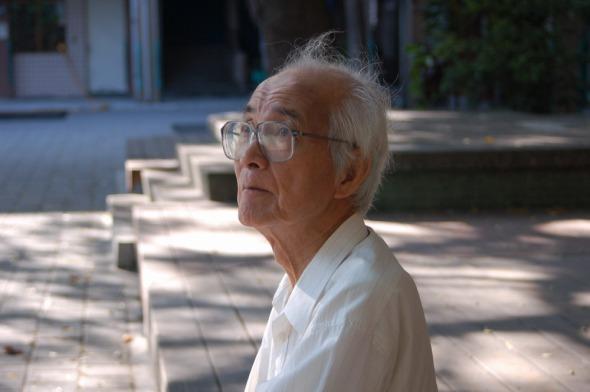 王世慶先生重訪沙崙國民小學時攝,2009年8月25日。(茱莉亞廣告傳播有限公司提供).jpg