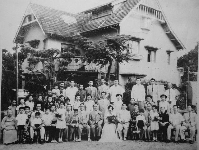 圖五 黃天橫先生與陳瑳瑳女士結婚照,攝於固園洋館前,1953。.JPG