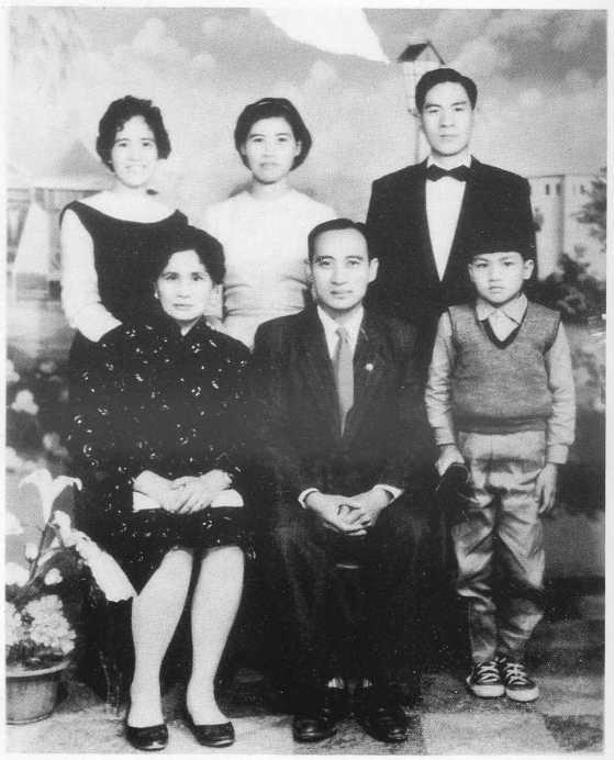 圖四 高永清與高彩雲全家合影,1961年於霧社。
