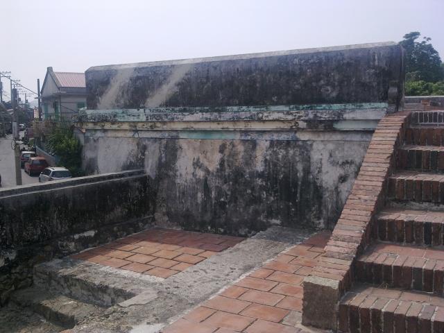北門城樓上一景,畫面左側巷道屬於昔日城內.jpg
