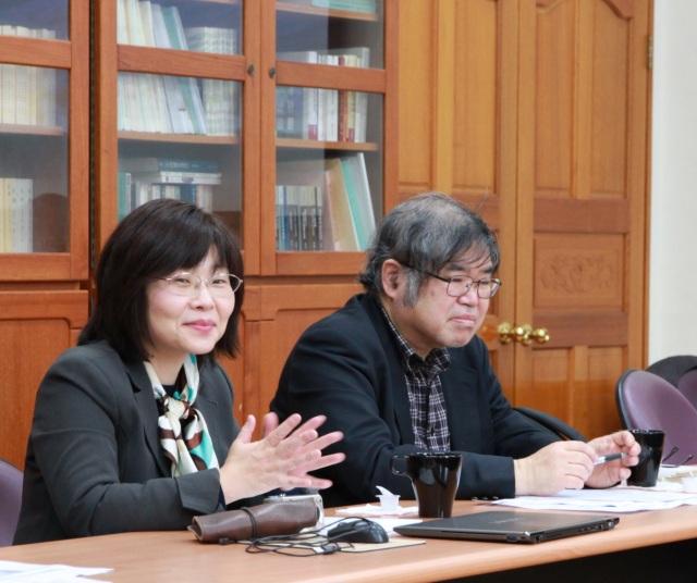 今西一教授(右)與松田京子教授(左)。(許妝莊拍攝)