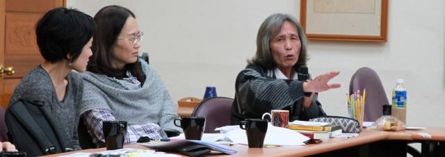 郭明正老師(右)分享原住民觀點。(許妝莊拍攝)