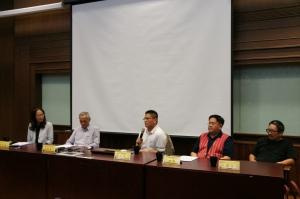 圖十三 第二場座談會,左起周婉窈教授(主持人)、Mona Pawan 張進昌先生、Awi Mona 蔡志偉 教授、Tado Nawi 高裕明先生、邱若龍先生。